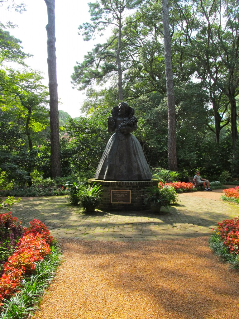 Statue of Queen Elizabeth